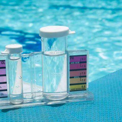 Cómo subir o bajar el nivel de pH de la piscina