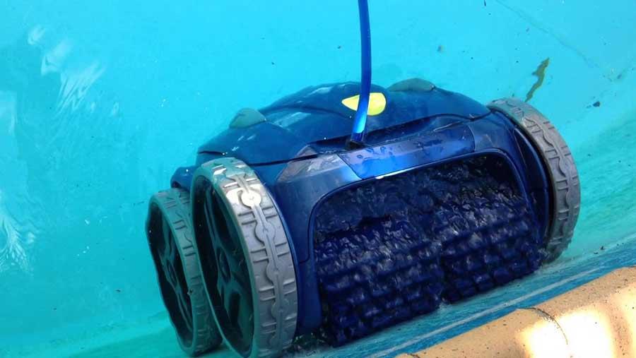 Robot aspirador para limpiar piscinas