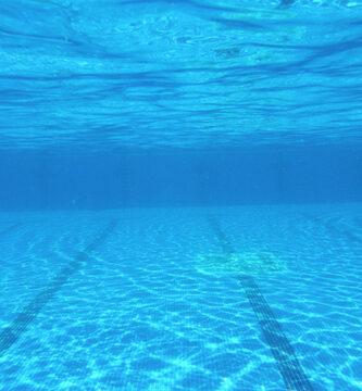 limpiar fondo de una piscinaa